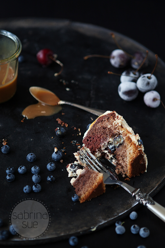 blueberry chocolate cake with baileys caramel_2