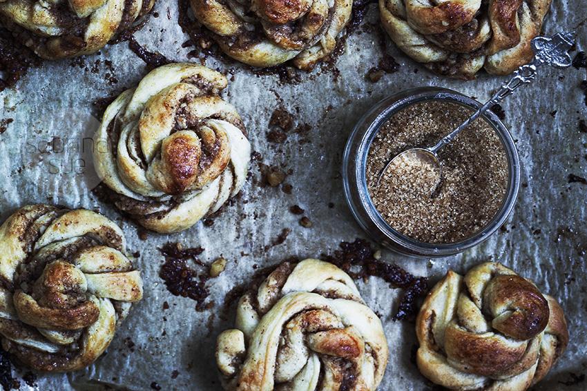swedish cinnamon walnut buns
