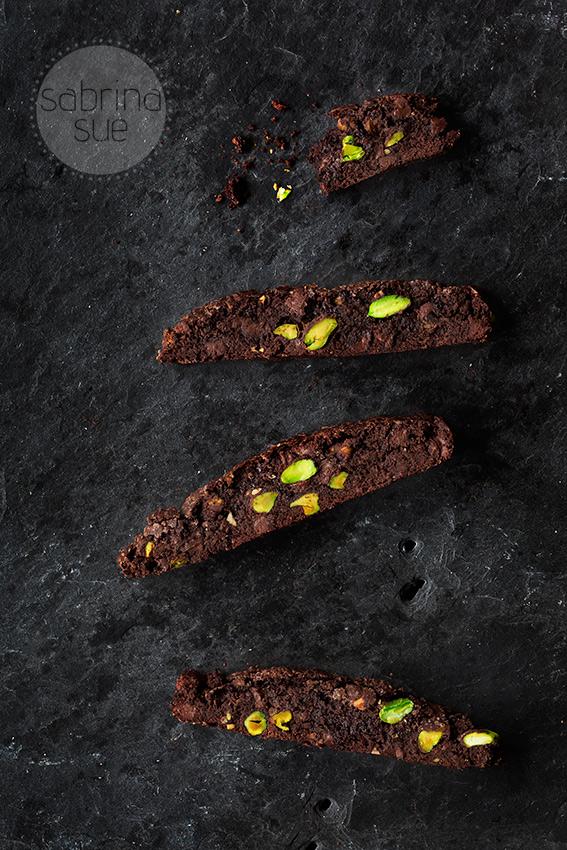 schokoladen-biscotti-auf-schieferplatte