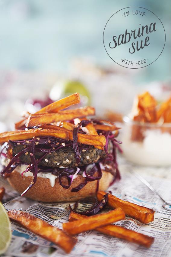 Linsenburger mit Suesskartoffelpommes und Limettenmayo
