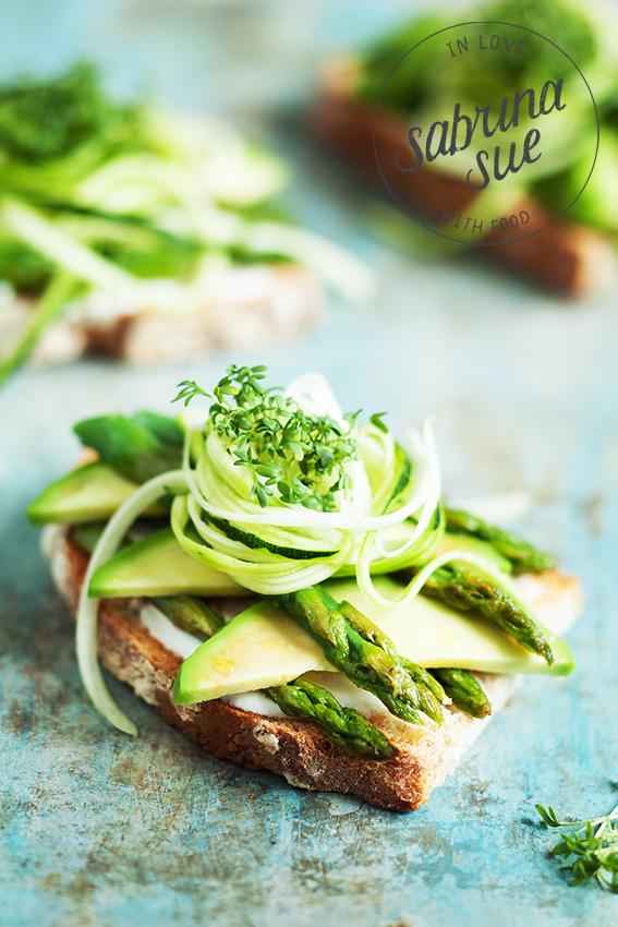 Avocado Spargel Zucchini Sandwich