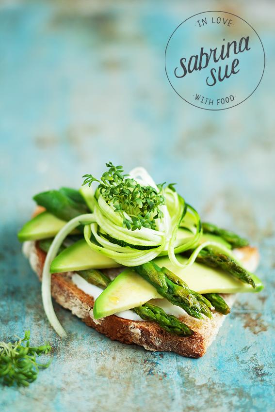 Green Breakfast-Avocado Spargel Sandwich & ratzfatz Aioli - sabrinasue
