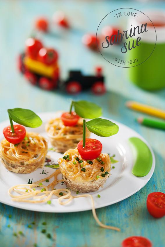 Spaghetti Muffins mit Tomatenschiffchen