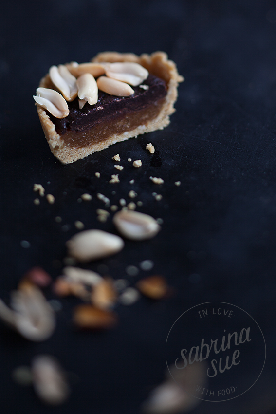 Raw Snickers Peanut Pie