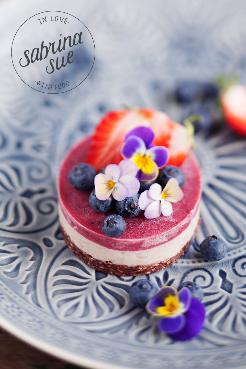 Raw Strawberry & Blueberry Cake