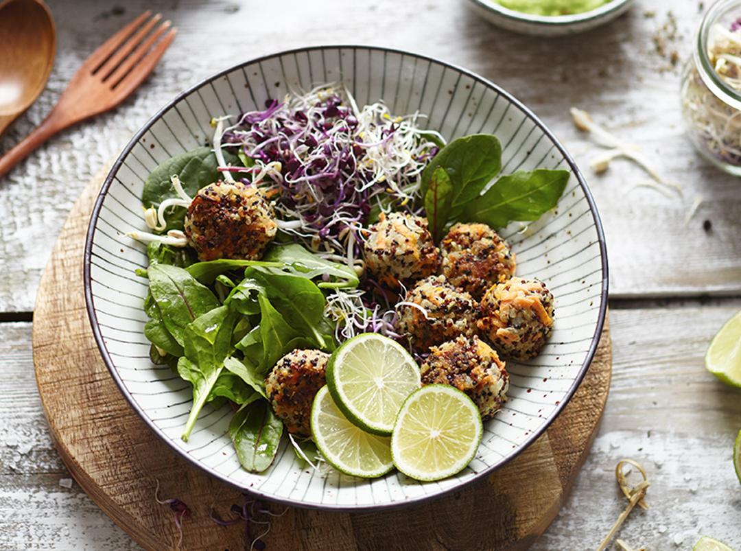 Quinoabällchen-Salat