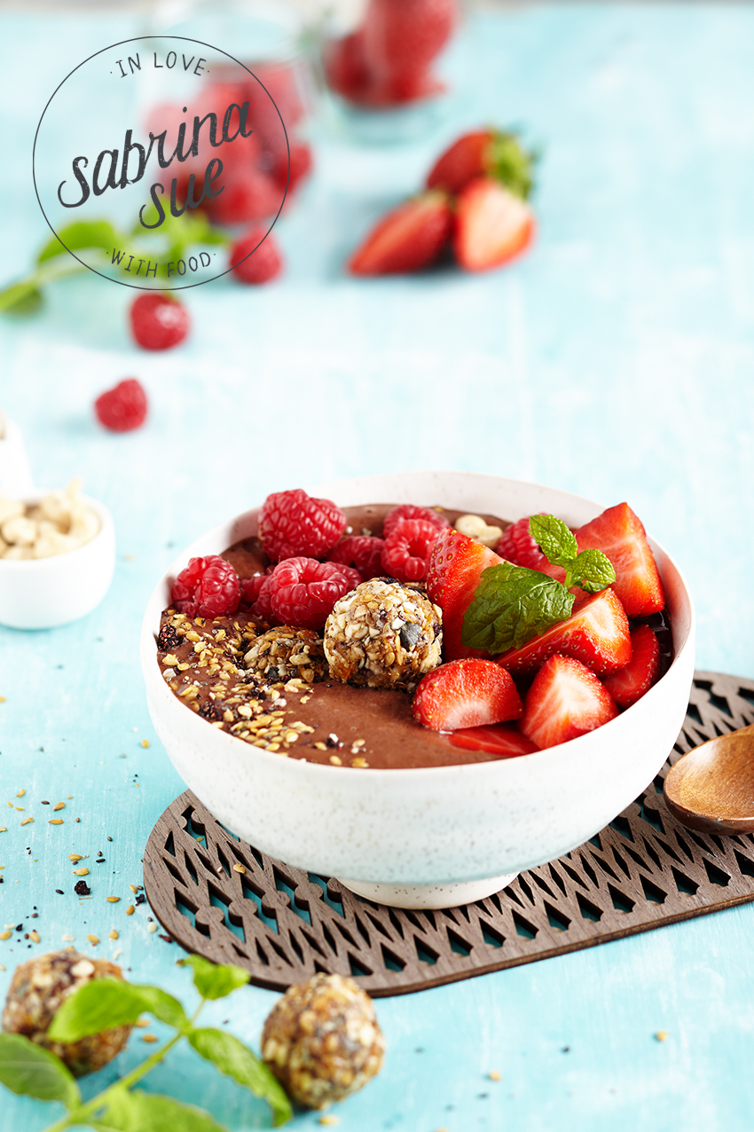 Breakfast Granola Smoothie Bowl/Balls