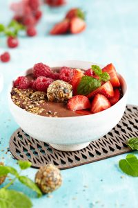 Breakfast Granola Smoothie Bowl