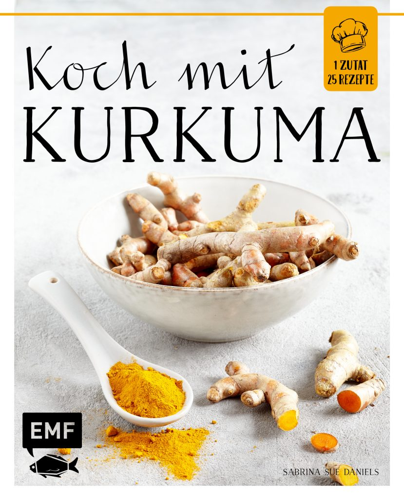 Koch mit Kurkuma