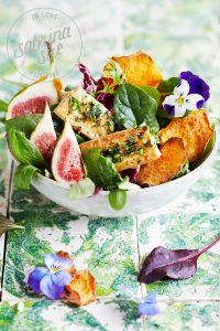 Kräutertofu-Feigensalat & Süßkartoffelchips