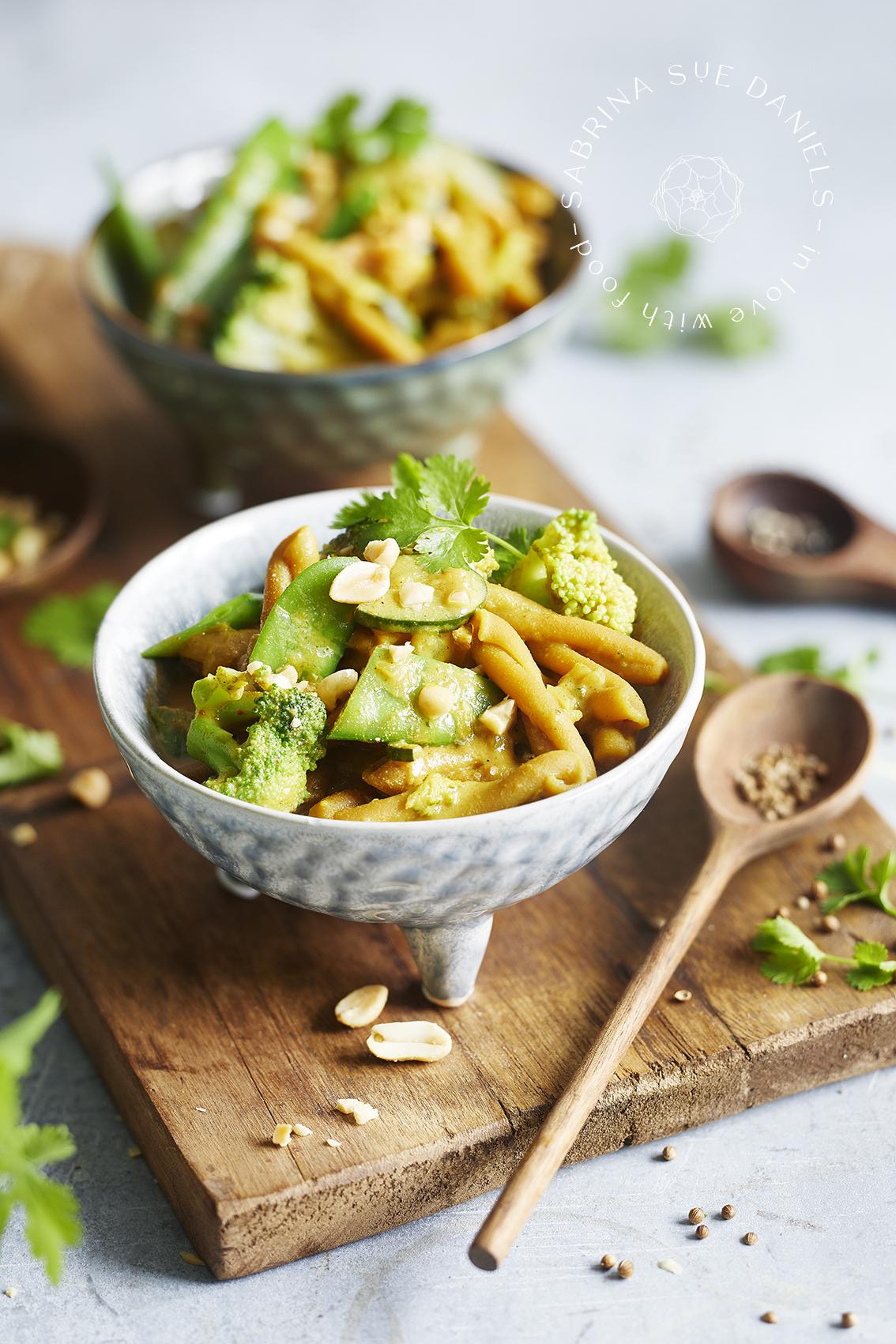 One Pot Pasta mit Kichererbsen Nudeln und frischem Gemüse