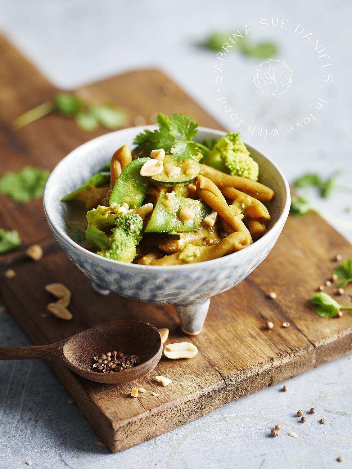 One Pot Pasta mit Curry & Kichererbsen Nudeln