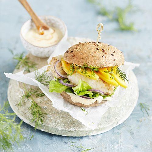 Fisch-Burger mit Currysauce