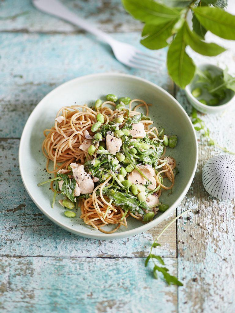 Edamame-Rucola Spaghetti mit Lachs
