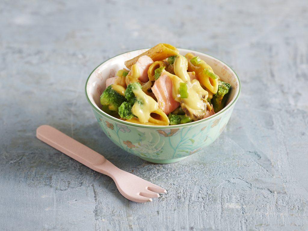One-Pot-Pasta mit Brokkoli, Lachs und Pilzen