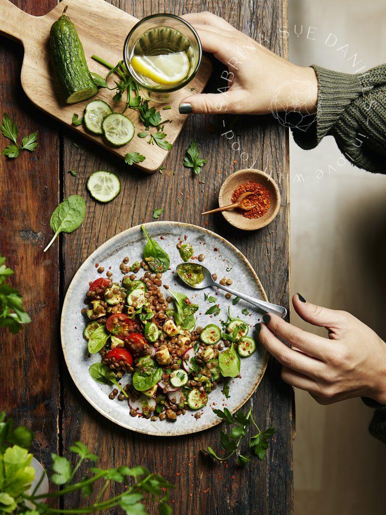 Foodstyling für Linsensalat mit Bärlauchpesto