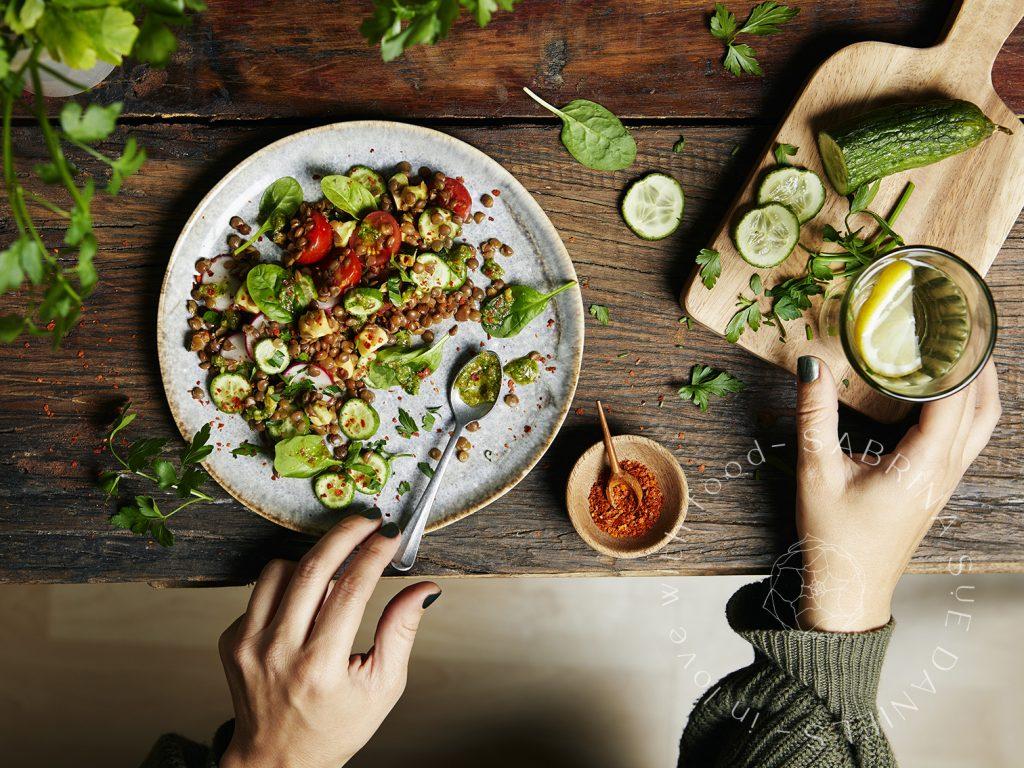 Linsensalat mit Bärlauchpesto und Gemüse