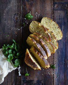 Karotten-Joghurt Brot mit Chia Samen